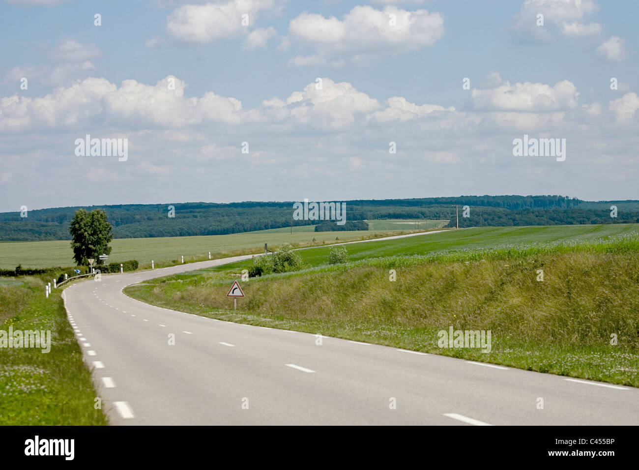 France, Giverny, Dieppe, Empty road through landscape Photo Stock
