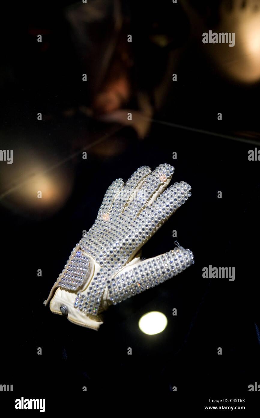 Michael Jackson moonwalk gant diamant ,MJ gallery Ponte 16, Macao Photo Stock