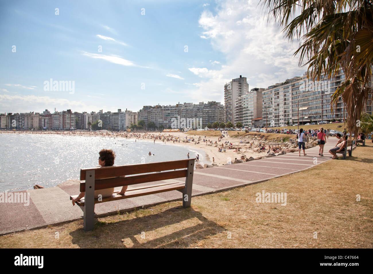 Playa Pocitos, plage de la ville, Montevideo, Uruguay. Photo Stock