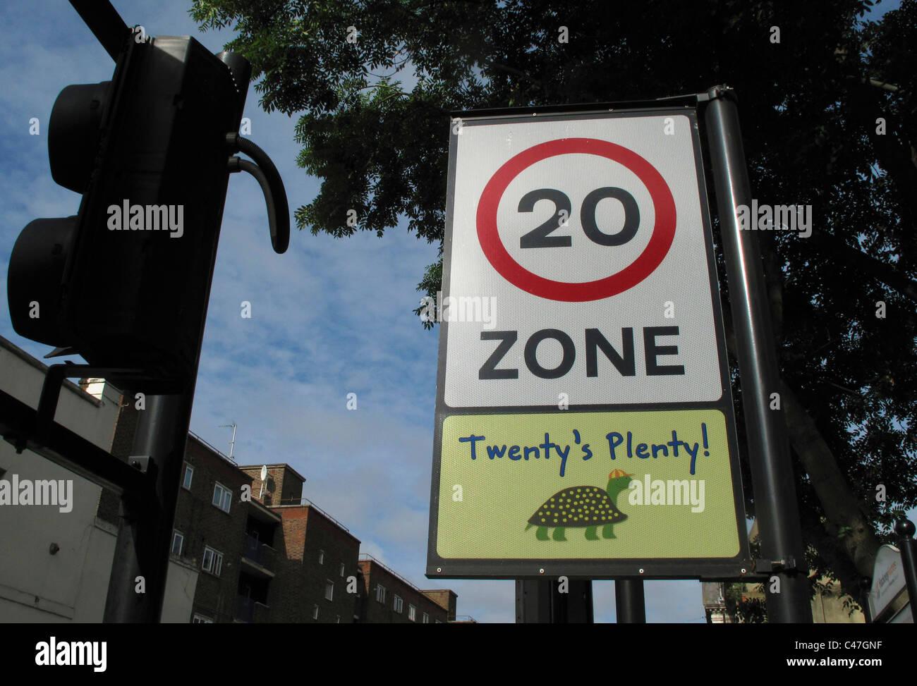 Vingt d'abondance 20mph vitesse limite signe, Hackney, Londres Photo Stock