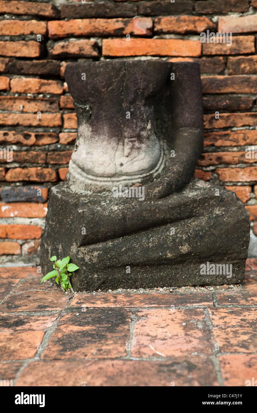 Bouddha sans tête à Wat Mahathat, Ayutthaya Photo Stock