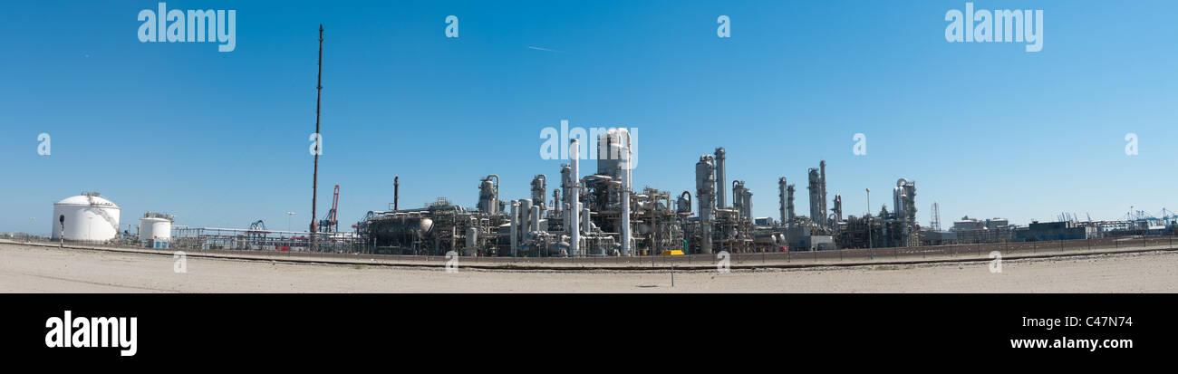 Panorama shot d'une raffinerie de pétrole dans le port de Rotterdam Photo Stock