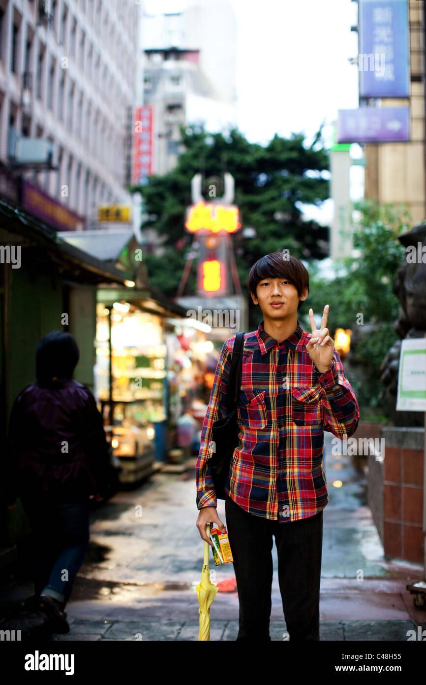 Portrait of a Teenage boy à Ximending, Taipei, Taiwan, le 24 octobre 2010. Photo Stock
