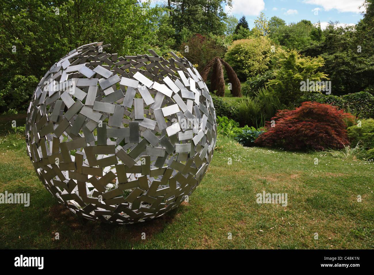 sculpture contemporaine jardin Le jardin de sculptures contemporaines, Burghley House, près de Stamford,  dans le Cambridgeshire.