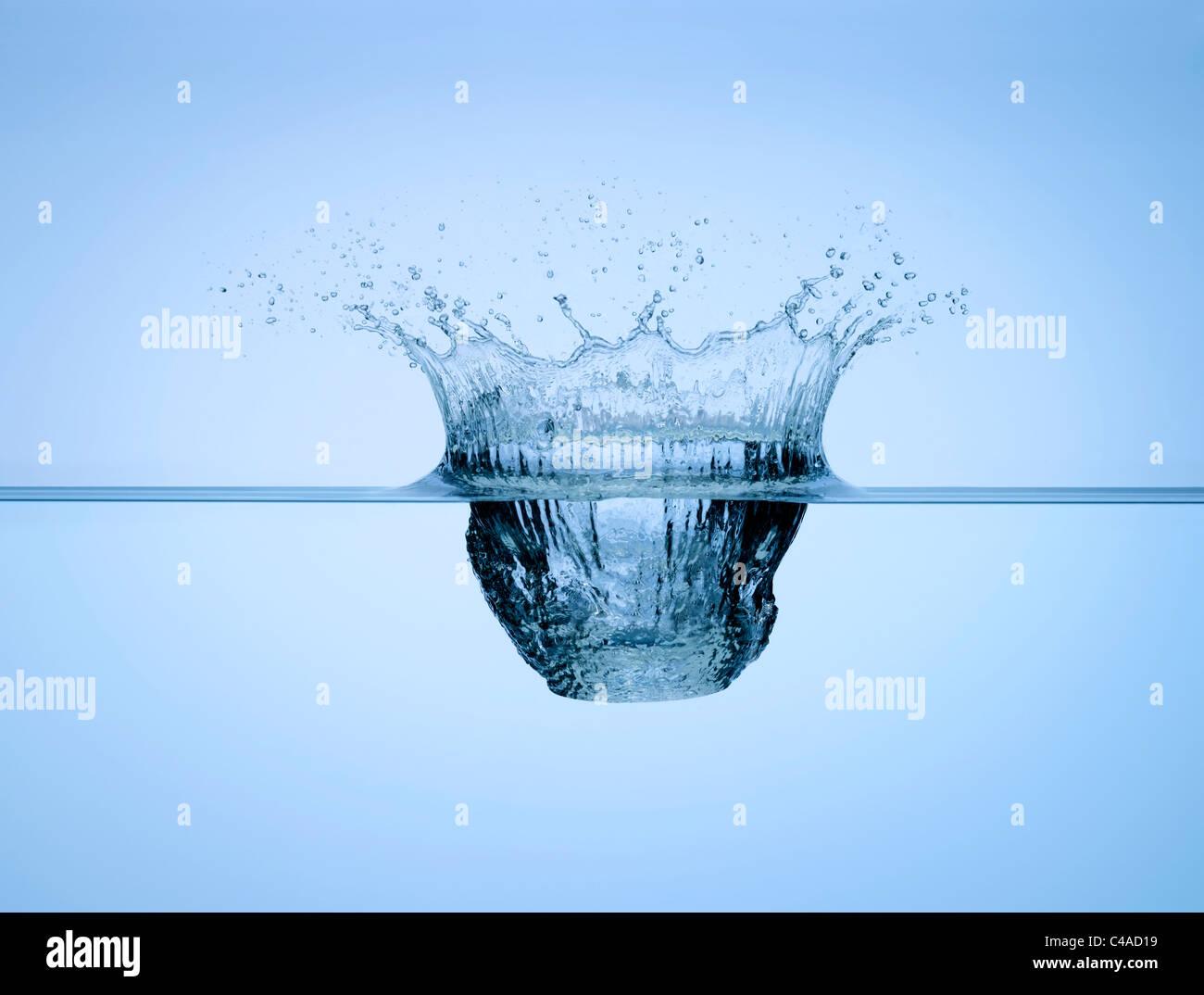 Un splash dans l'eau Photo Stock