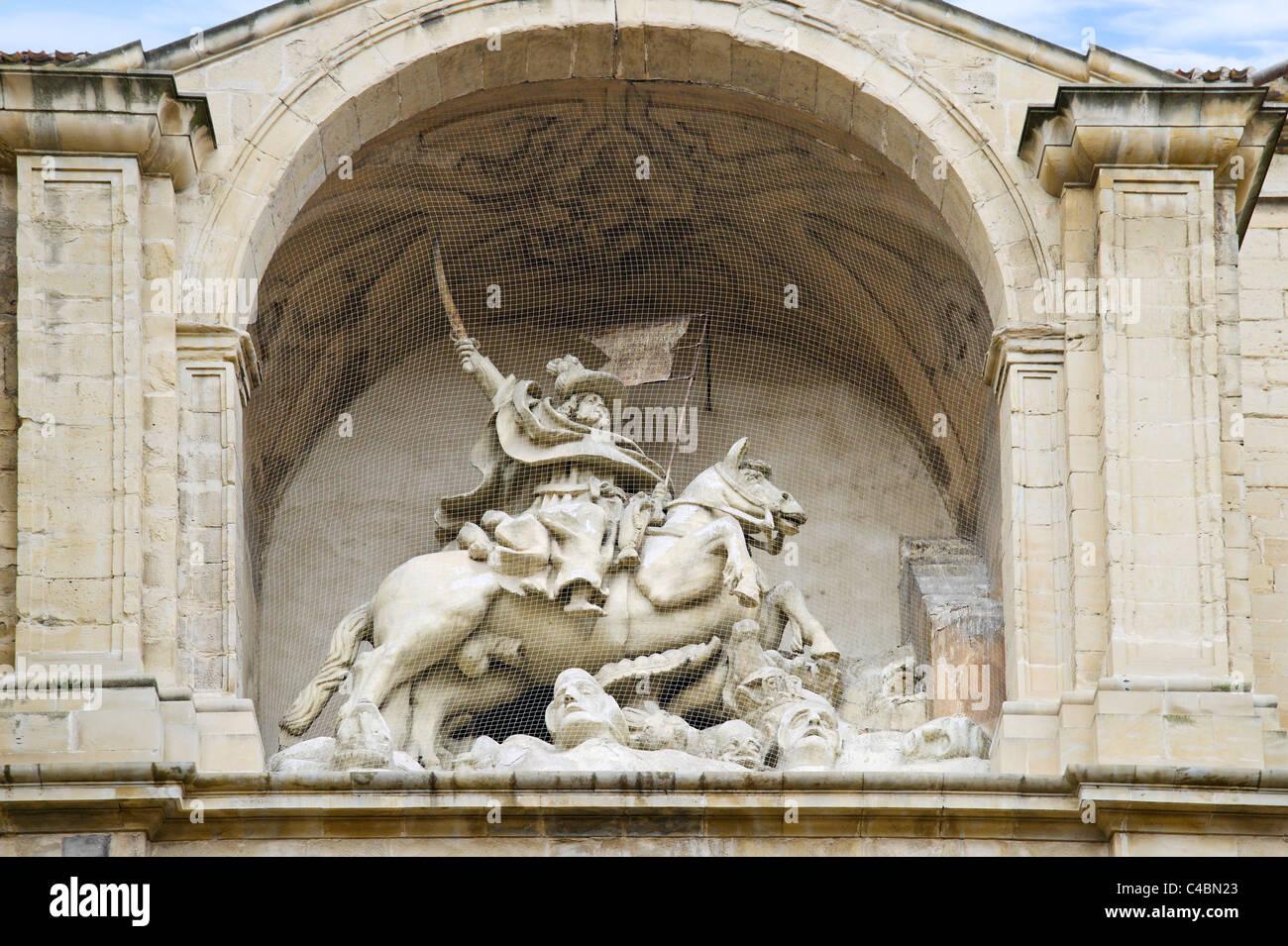Statue de saint Jacques (Santiago) sur entrée de l'église de St James (Iglesia de Santiago el Real), Photo Stock