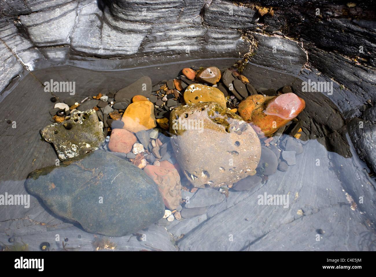 Piscine dans les rochers, Runswick Bay, East Coast Yorkshire, Angleterre Photo Stock