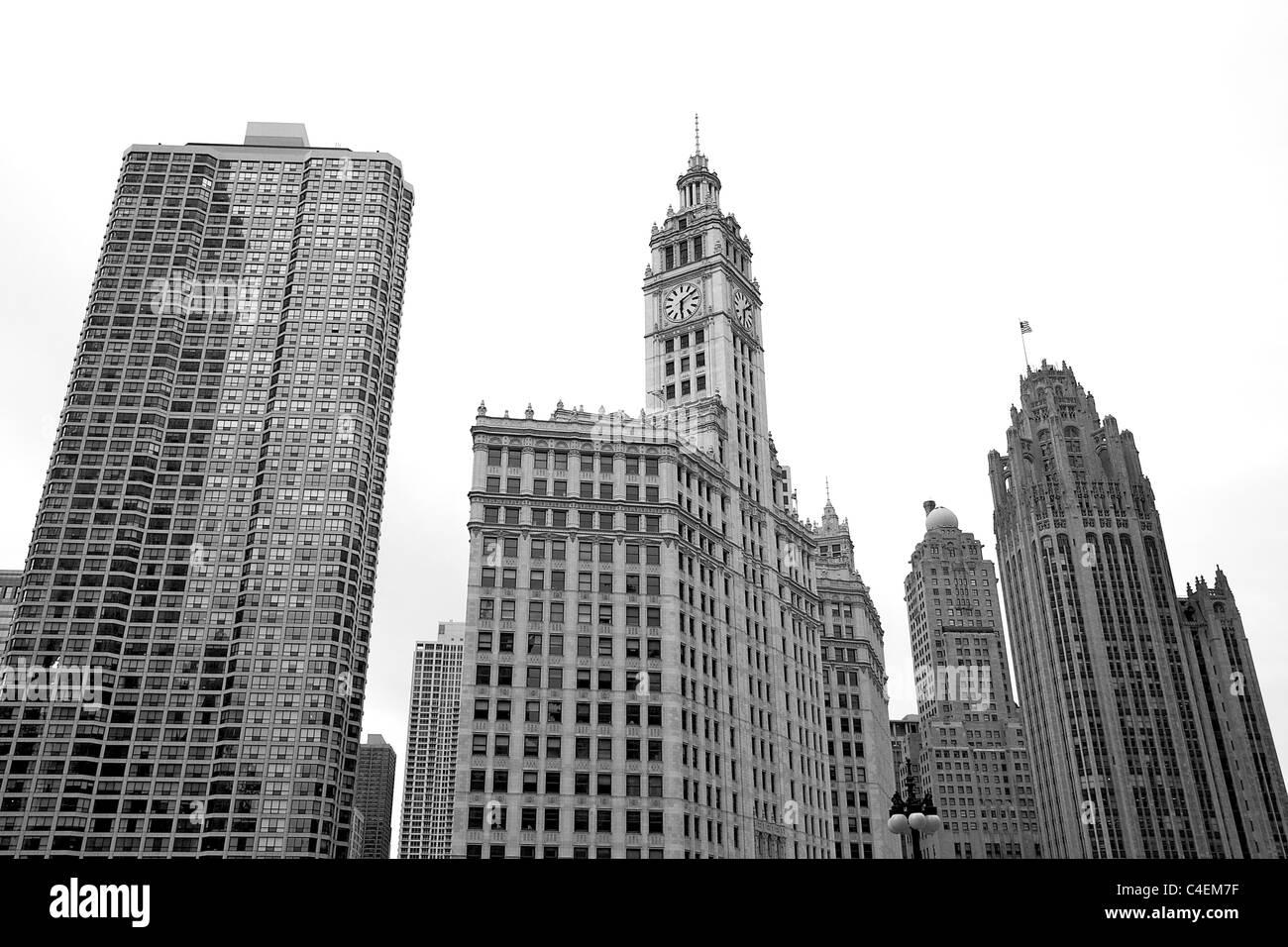 Photo en noir et blanc du centre-ville de Chicago les bâtiments, y compris le Wrigley Building et le Chicago Photo Stock
