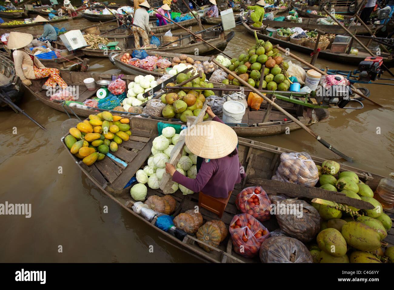 Le marché flottant nr Can Tho, Delta du Mékong, Vietnam Photo Stock