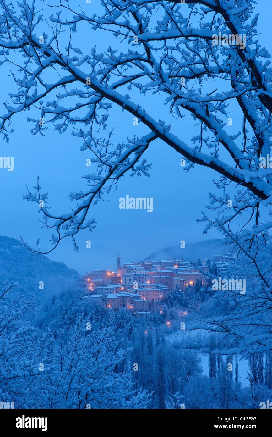 Preci à l'aube en hiver, Valnerina, parc national Monti Sibillini, Ombrie, Italie Banque D'Images