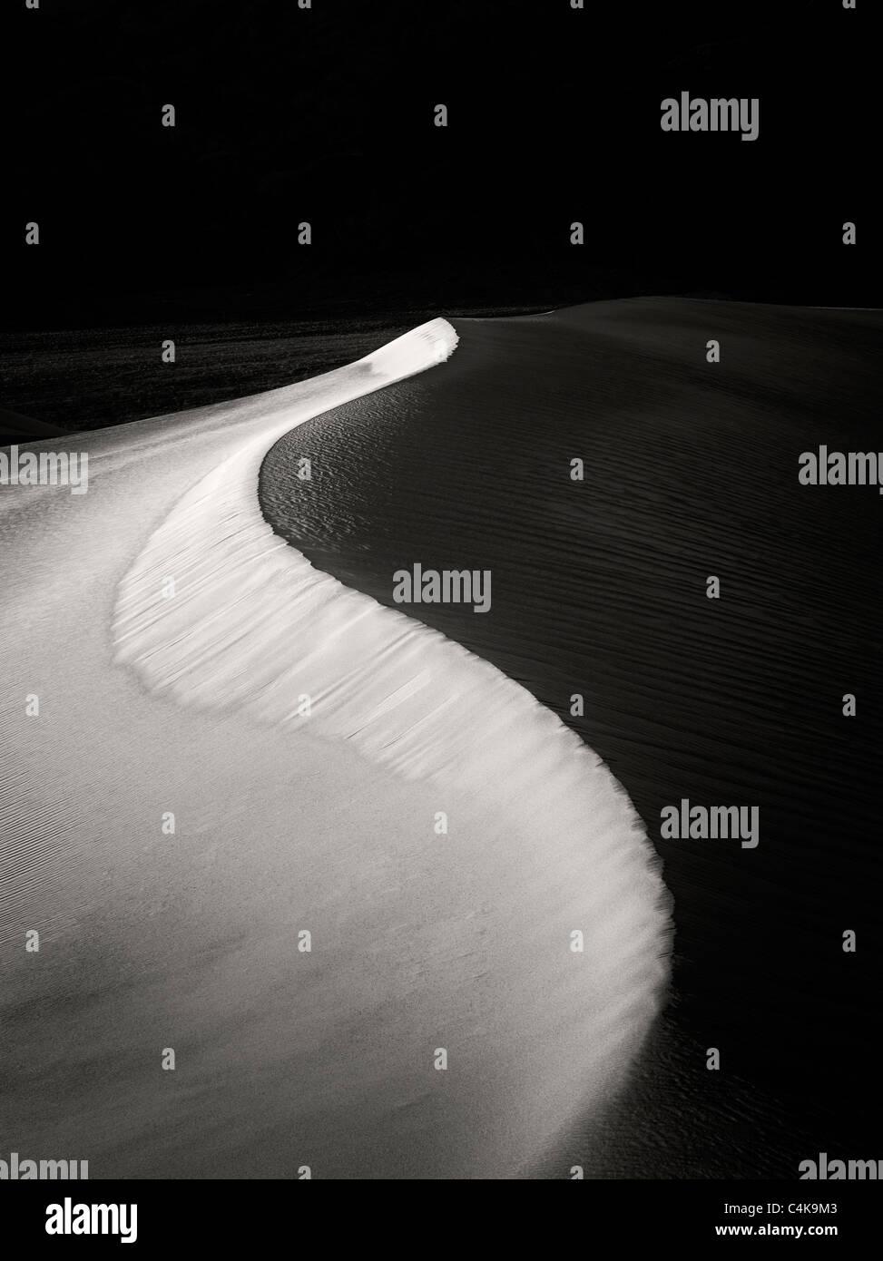 La première lumière sur les dunes de sable. Death Valley National Park, Californie Banque D'Images