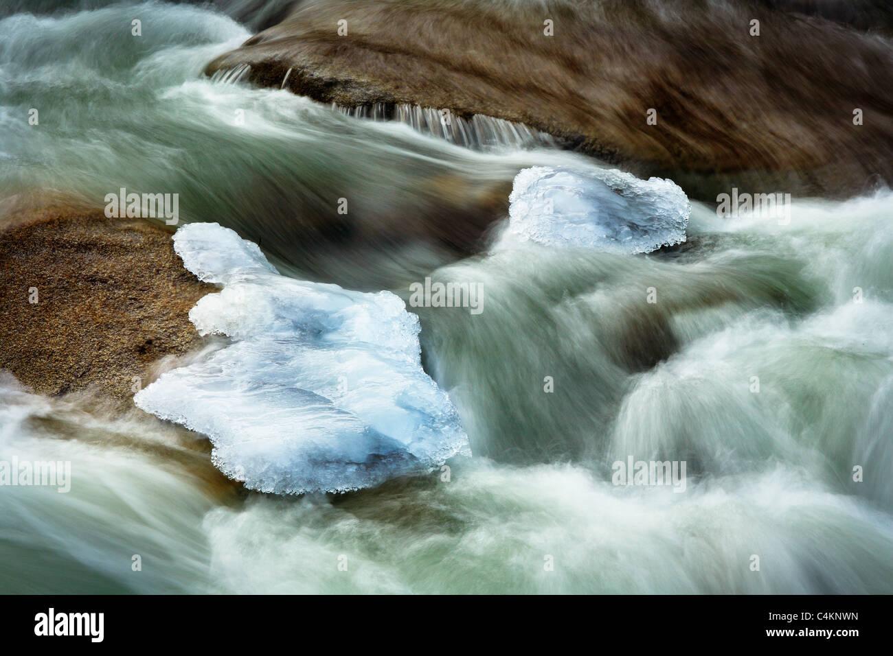 Les rochers et la glace dans Icicle Creek à Leavenworth's Icicle Creek, Washington state Photo Stock