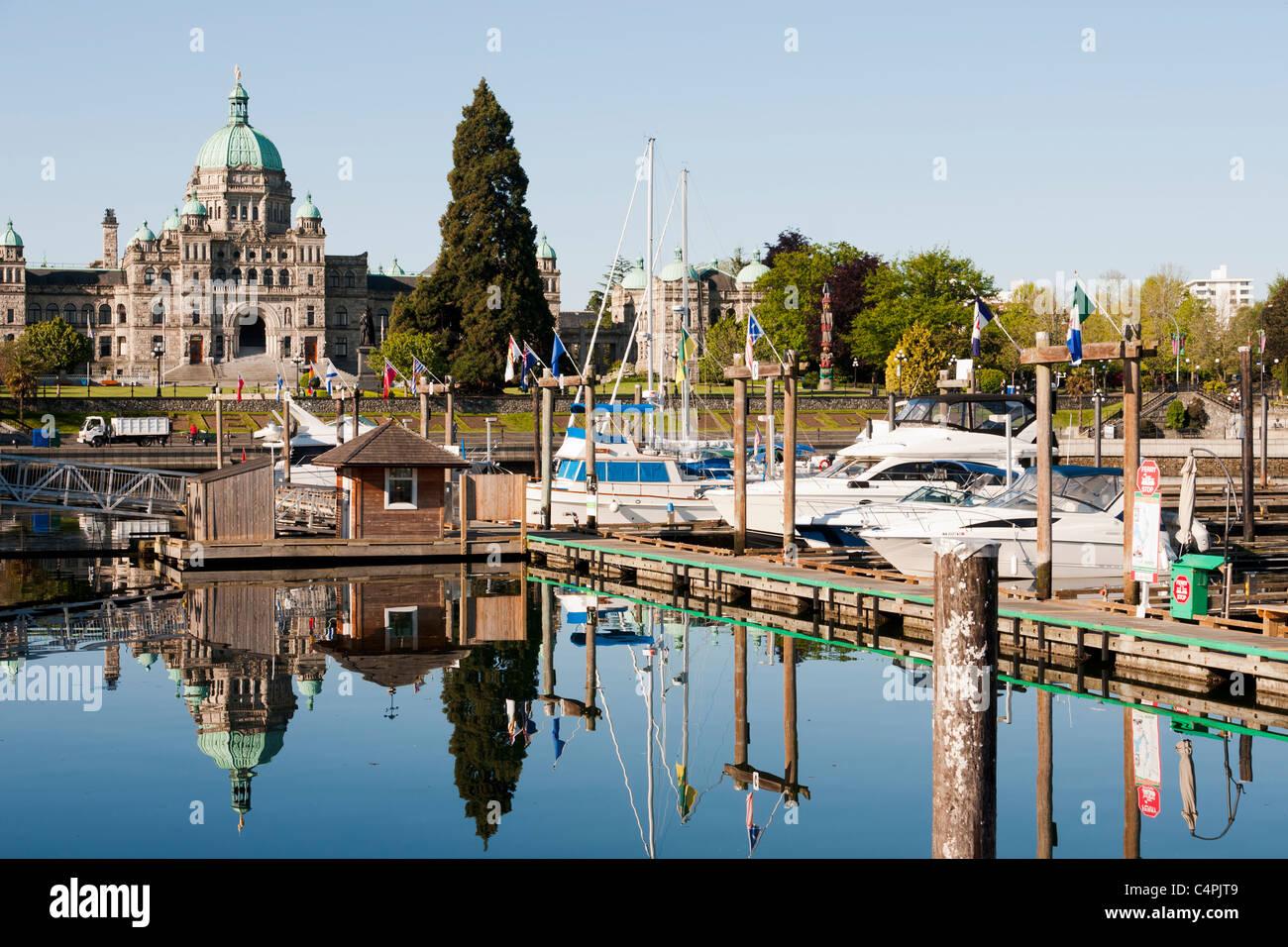 Port intérieur et bâtiment du parlement. Victoria, île de Vancouver, Colombie-Britannique, Canada. Photo Stock