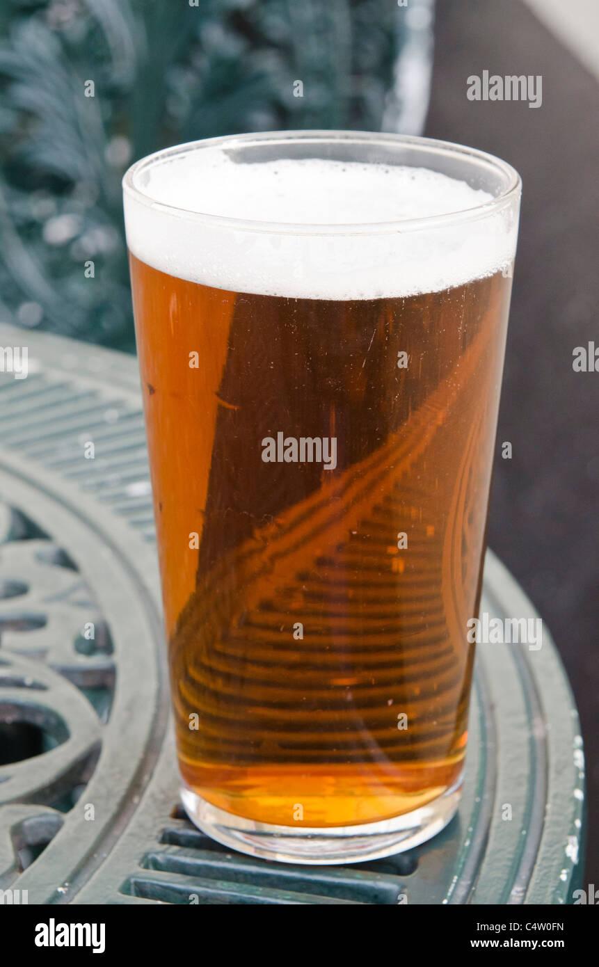 Pinte de bière sur le jardin, table de mesure courte Real Ale Banque ...