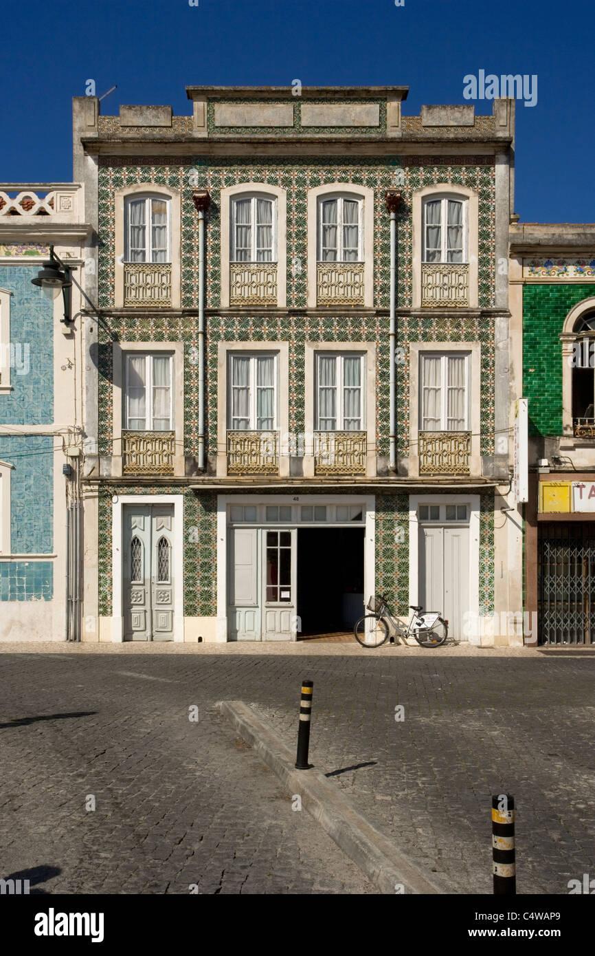 La façade de l'immeuble générique au Portugal, de l'architecture locale typique,, Photo Stock