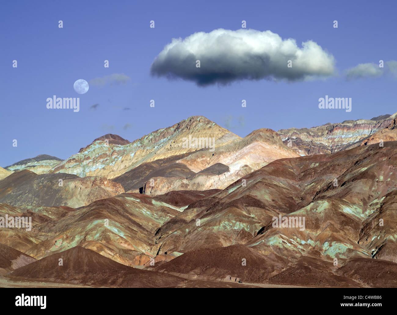 Collines colorées et de la lune. Death Valley National Park, Californie Photo Stock