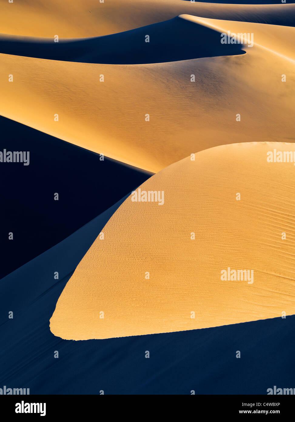 La première lumière sur les dunes de sable. Death Valley National Park, Californie Photo Stock