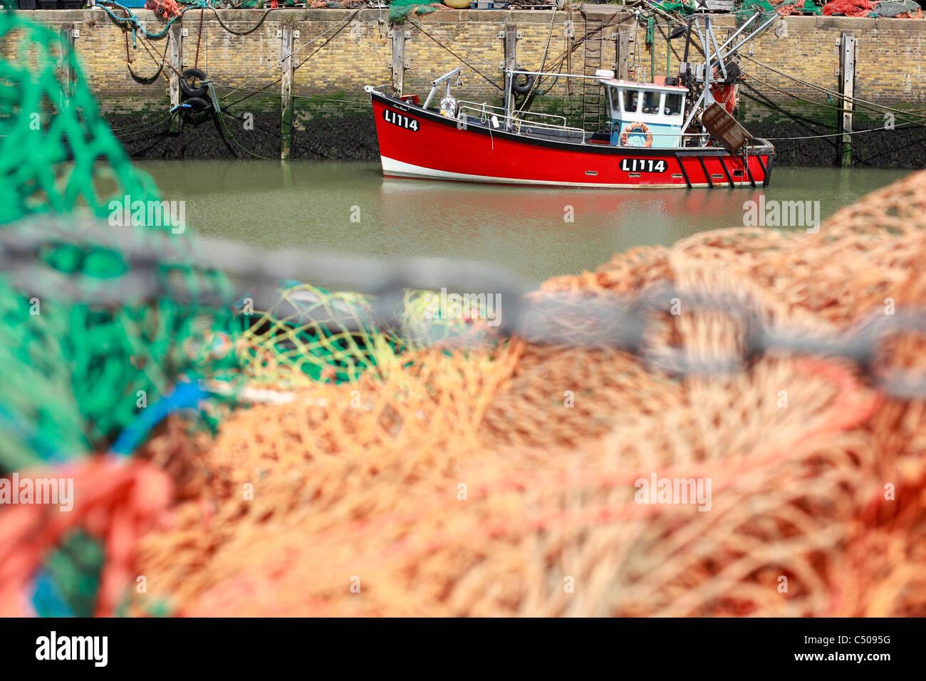 Bateau de pêche et des filets dans Whitstable harbor Juin 2011 Photo Stock