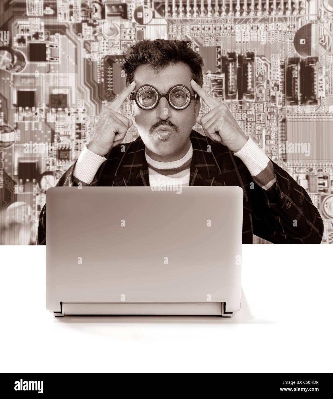 Nerd santa claus avec des lunettes de myope à la solution sur la  technologie de l d5752449f17d