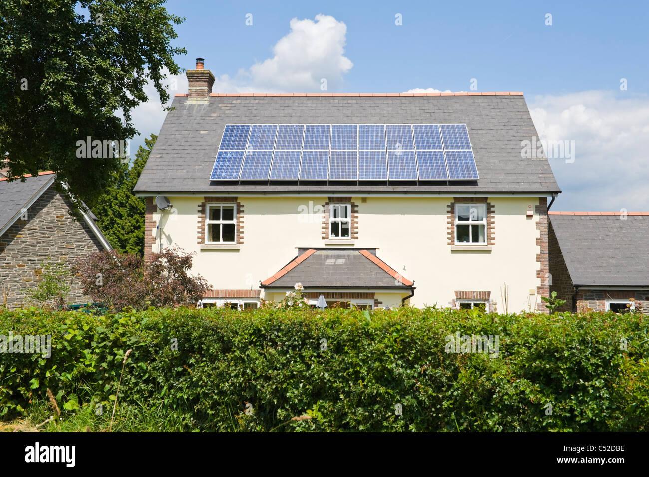 panneaux solaires pour maison individuelle avie home. Black Bedroom Furniture Sets. Home Design Ideas