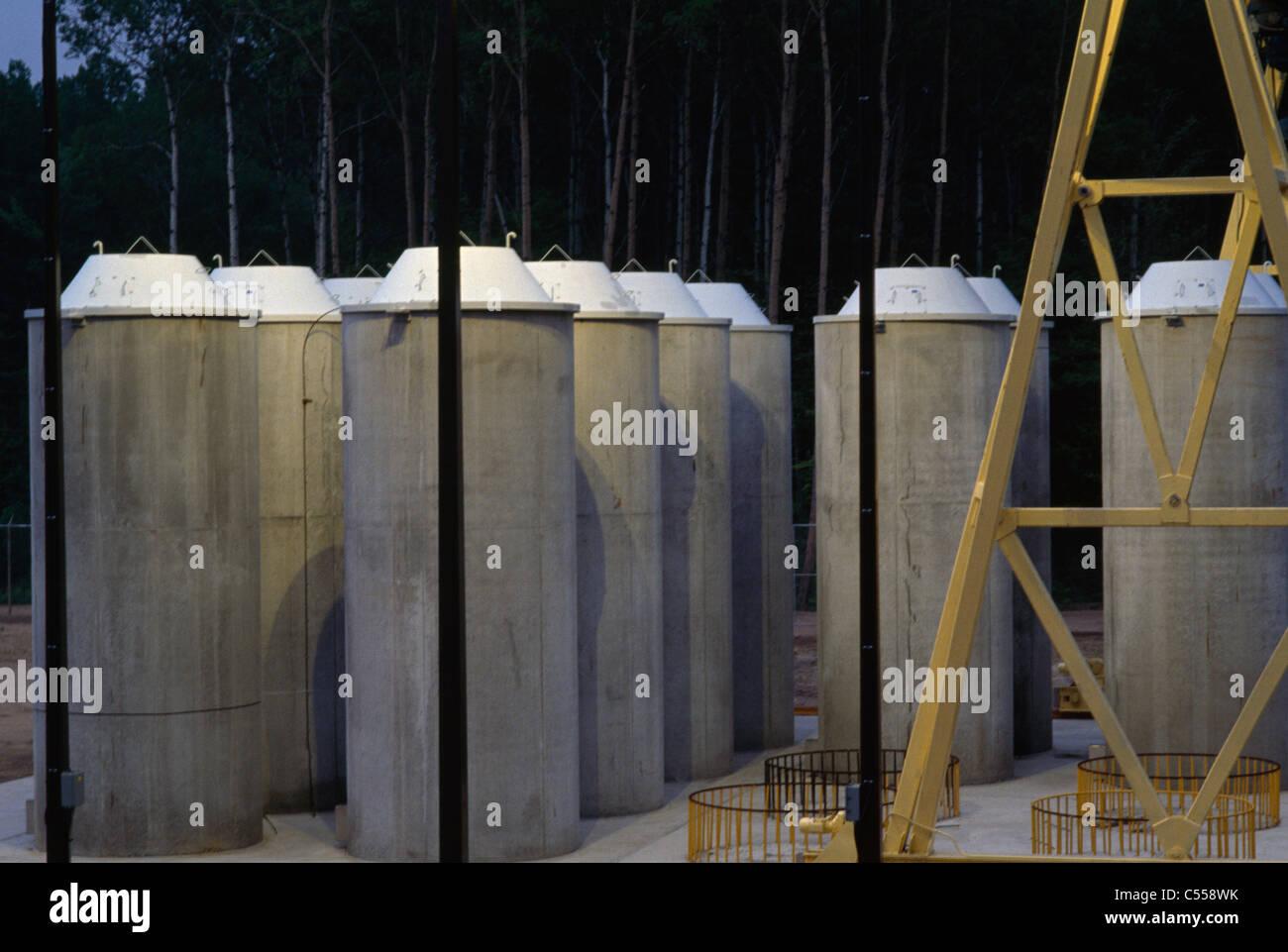 Le Canada, l'Ontario, Laboratoire de recherche nucléaire de Chalk River, de stockage des déchets radioactifs, des conteneurs en béton Banque D'Images