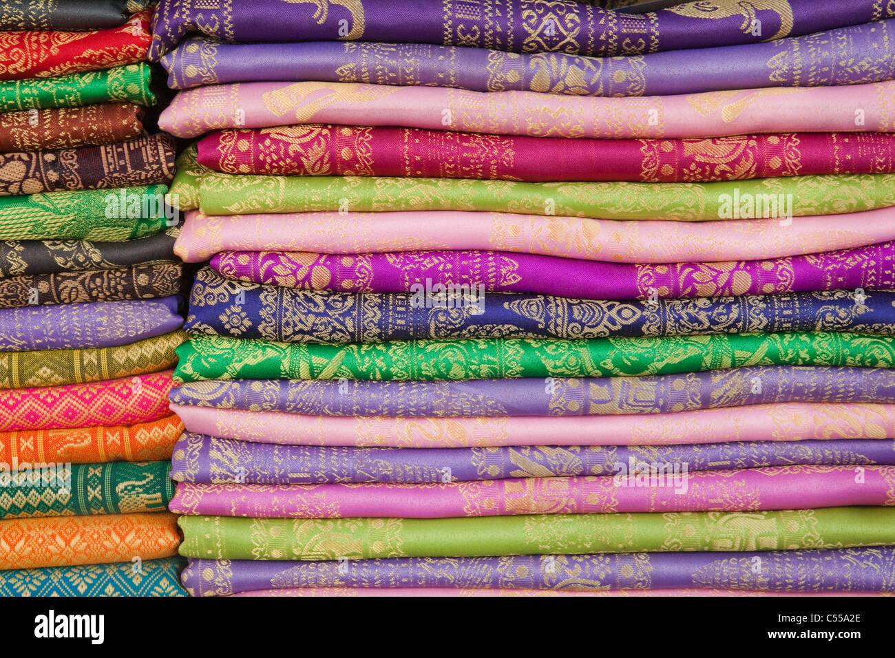 Détail de tissu de soie, Phnom Penh, Cambodge Photo Stock