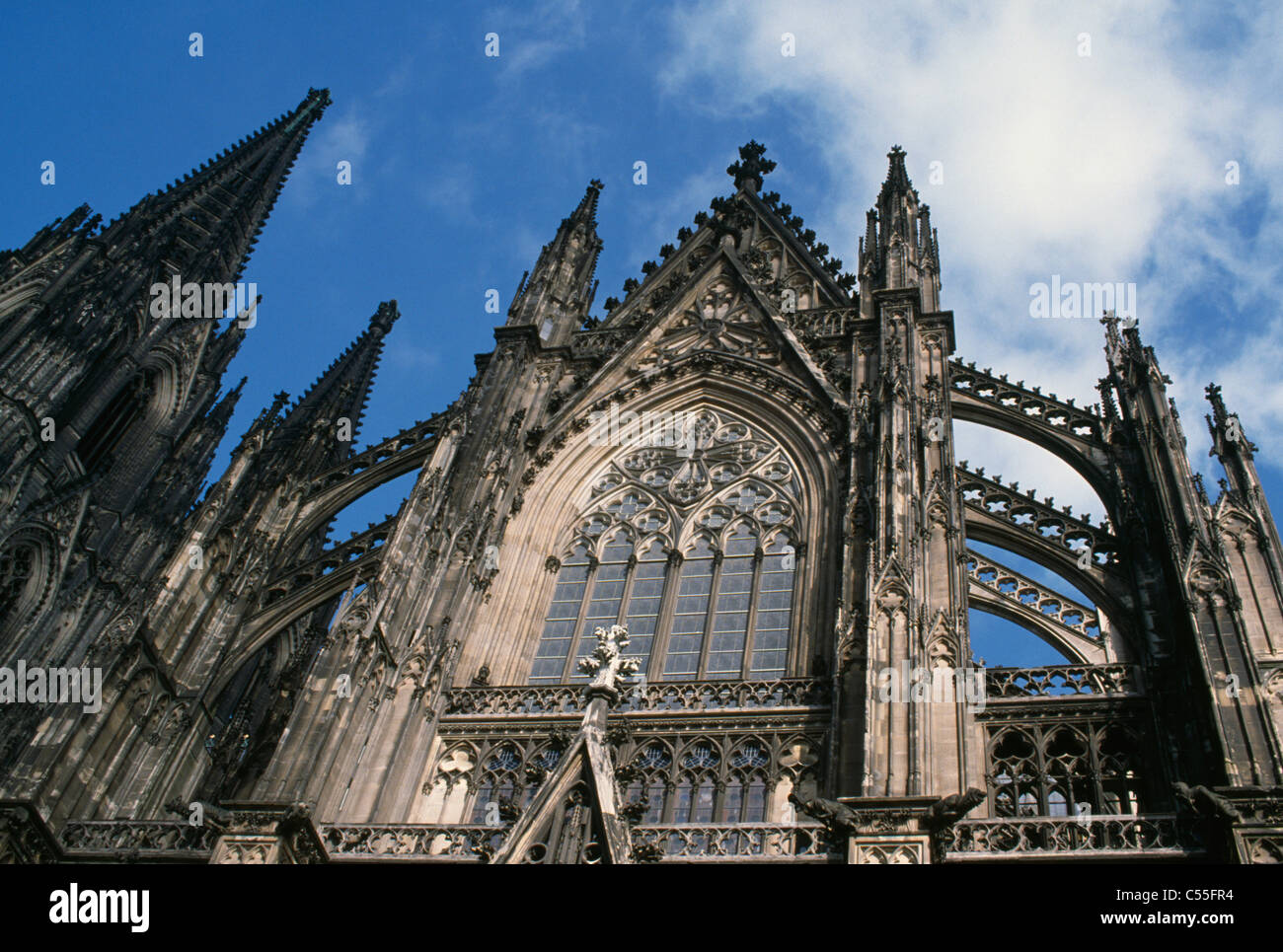 Allemagne, Cologne, Low angle view of cathedral Banque D'Images