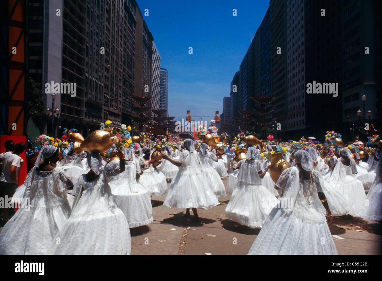 Brésil, Rio de Janeiro, les femmes La danse de rue pendant le carnaval Banque D'Images
