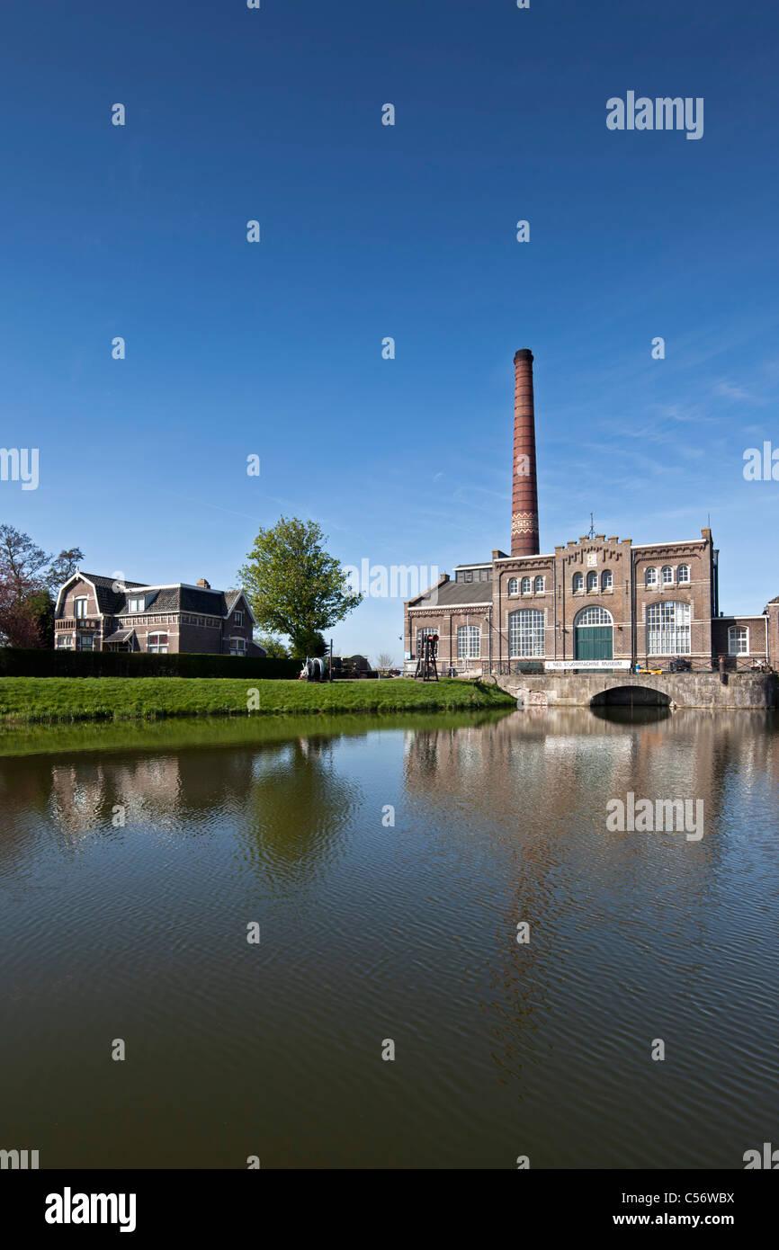 Les Pays-Bas, Medemblik, ancienne station de pompage le pompage de l'eau polder dans le lac appelé IJsselmeer. Photo Stock