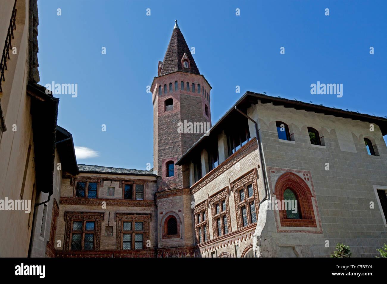 À Aoste, l'extérieur de la cathédrale St Pierre et St Ursus cloître roman (Italie). Extérieur Photo Stock