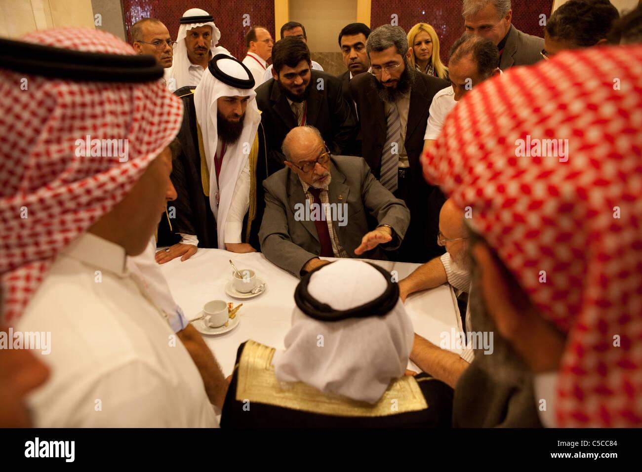 M. Haitham Al Maleh; 'Nelson Mandella de Syrie' discute avec les députés de l'opposition Photo Stock