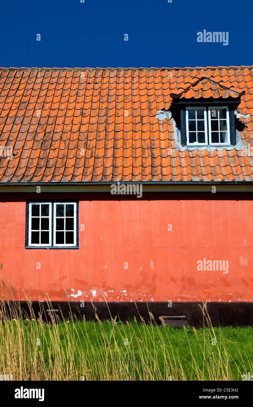 Closeup Of Danish Country Maison Rose Avec Lucarne Et Toit De Tuiles With  Maison Avec Lucarne