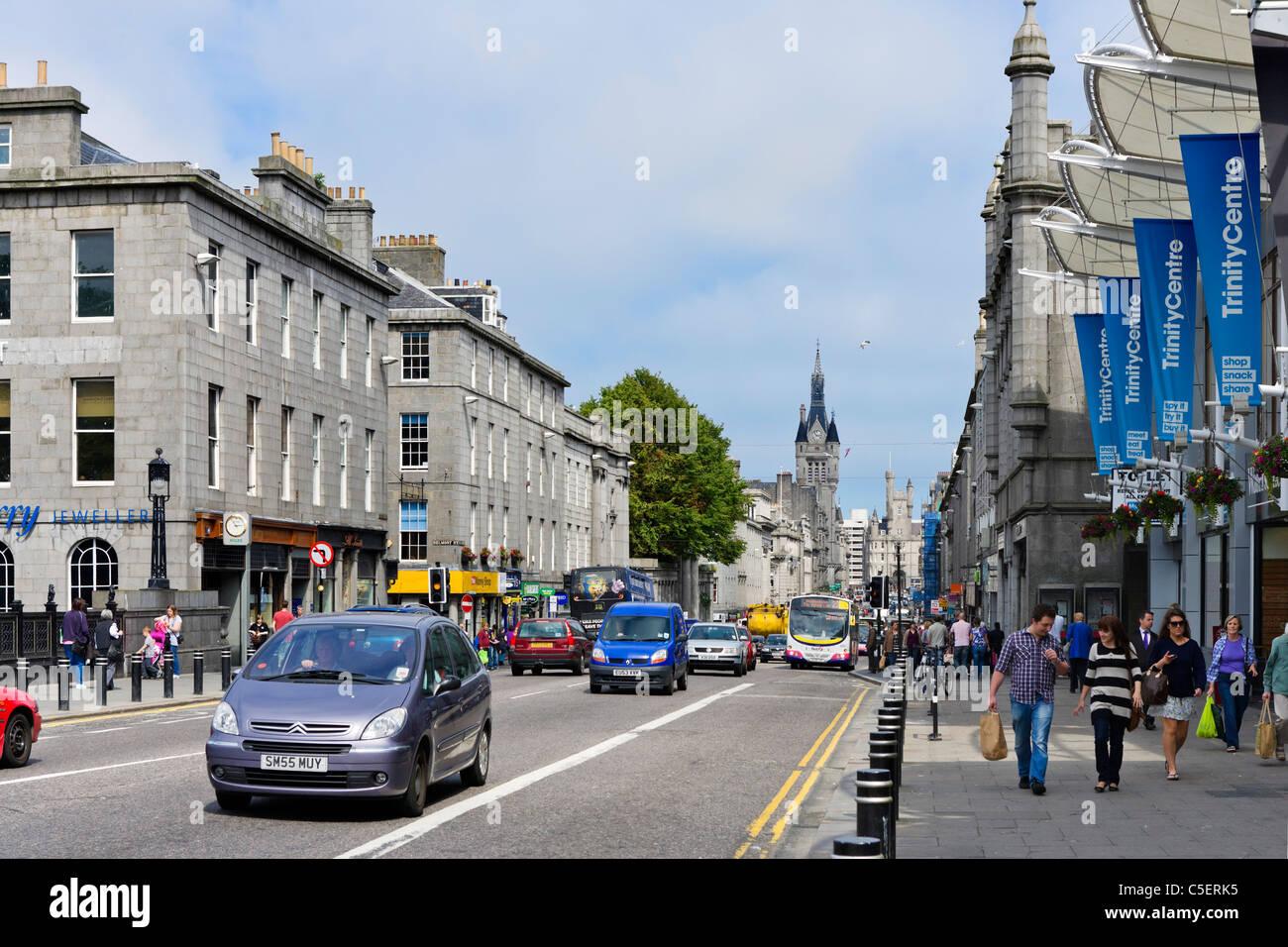 Boutiques sur Union Street dans le centre-ville, Aberdeen, Écosse, Royaume-Uni Photo Stock
