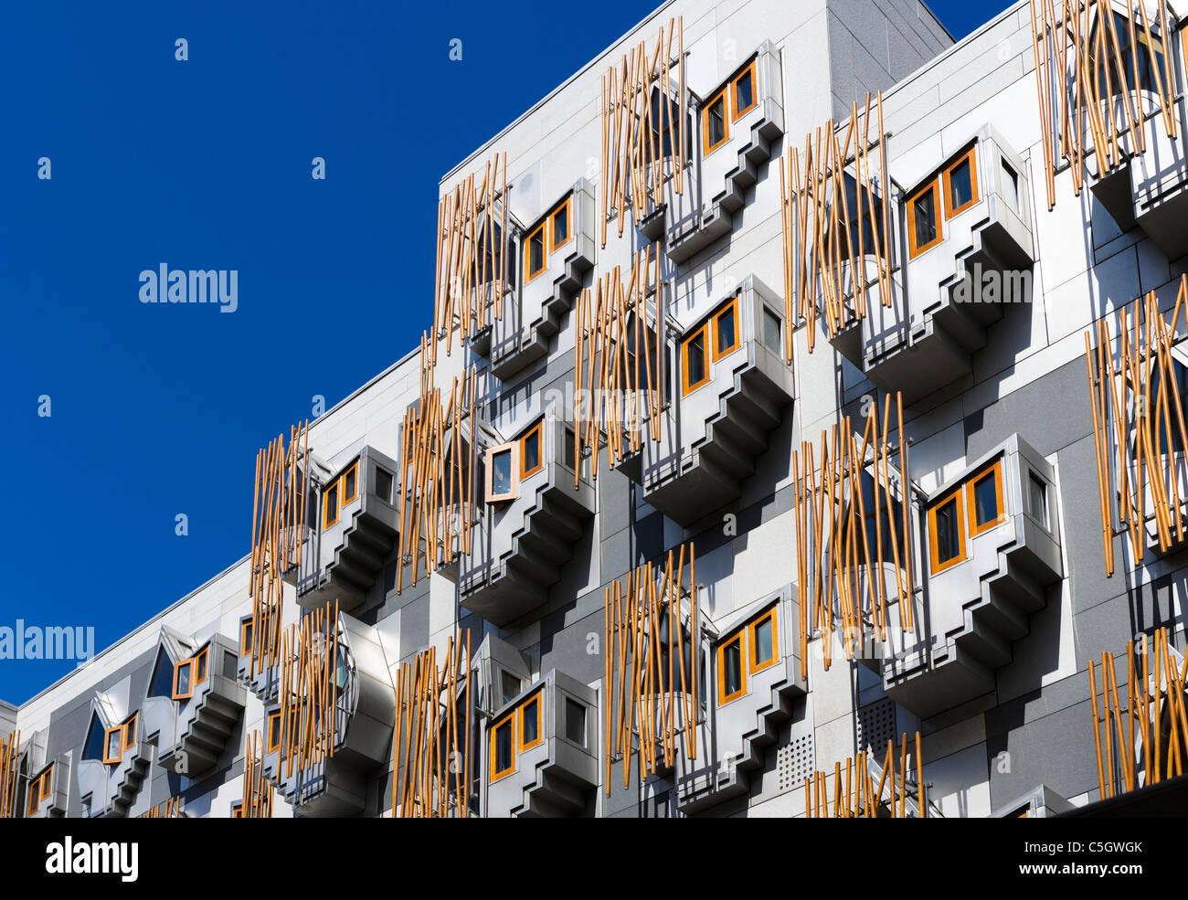Vue de côté du nouveau Parlement écossais par l'architecte Enric Miralles, Holyrood, Édimbourg, Photo Stock