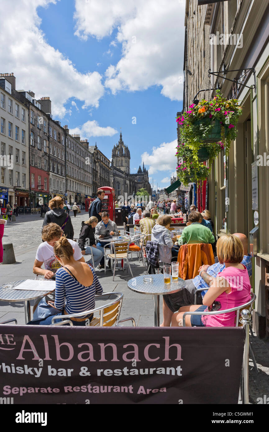 Restaurant/bar trottoir sur High Street, The Royal Mile, Édimbourg, Écosse, Royaume-Uni Photo Stock