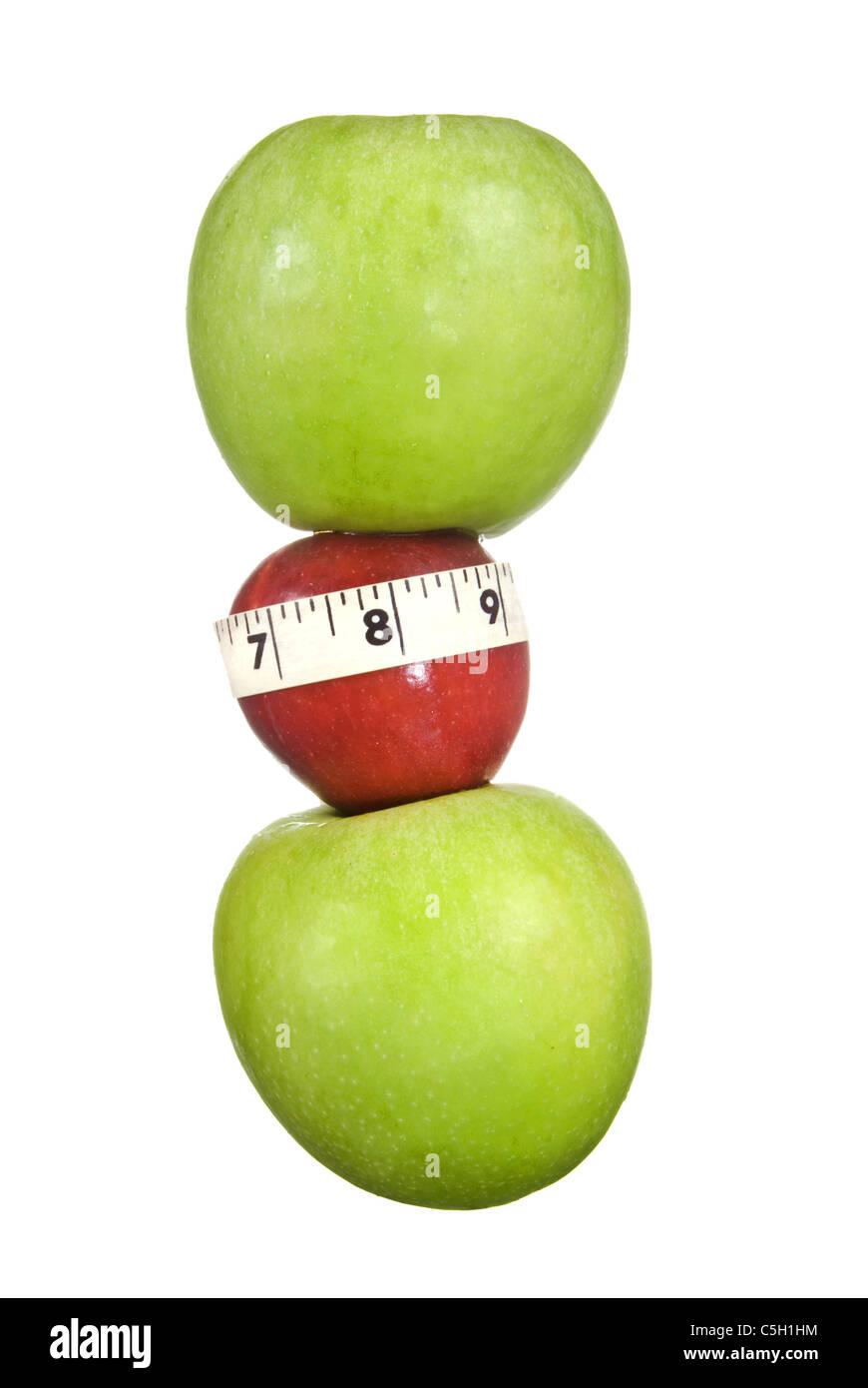 Une figurine d'apple montre une taille mince avec la permission de manger une pomme par jour. Photo Stock