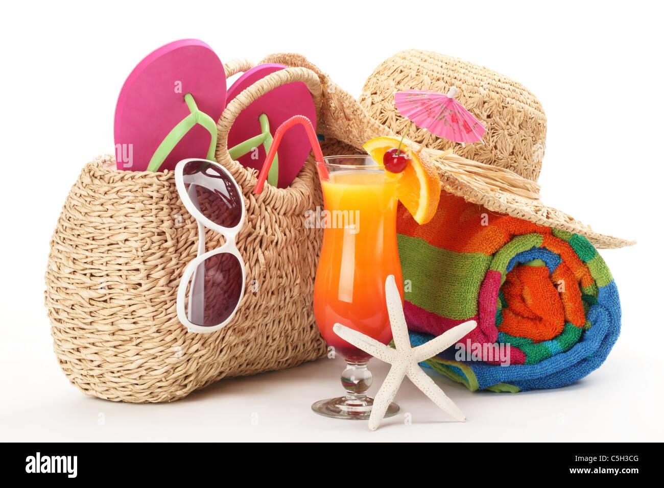 sac de plage avec serviette tongs lunettes de soleil et. Black Bedroom Furniture Sets. Home Design Ideas