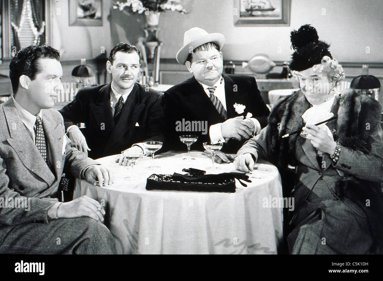 Jitterbugs (1943) Stan Laurel, Oliver Hardy mal st clair (dir) 001 collection moviestore ltd Photo Stock
