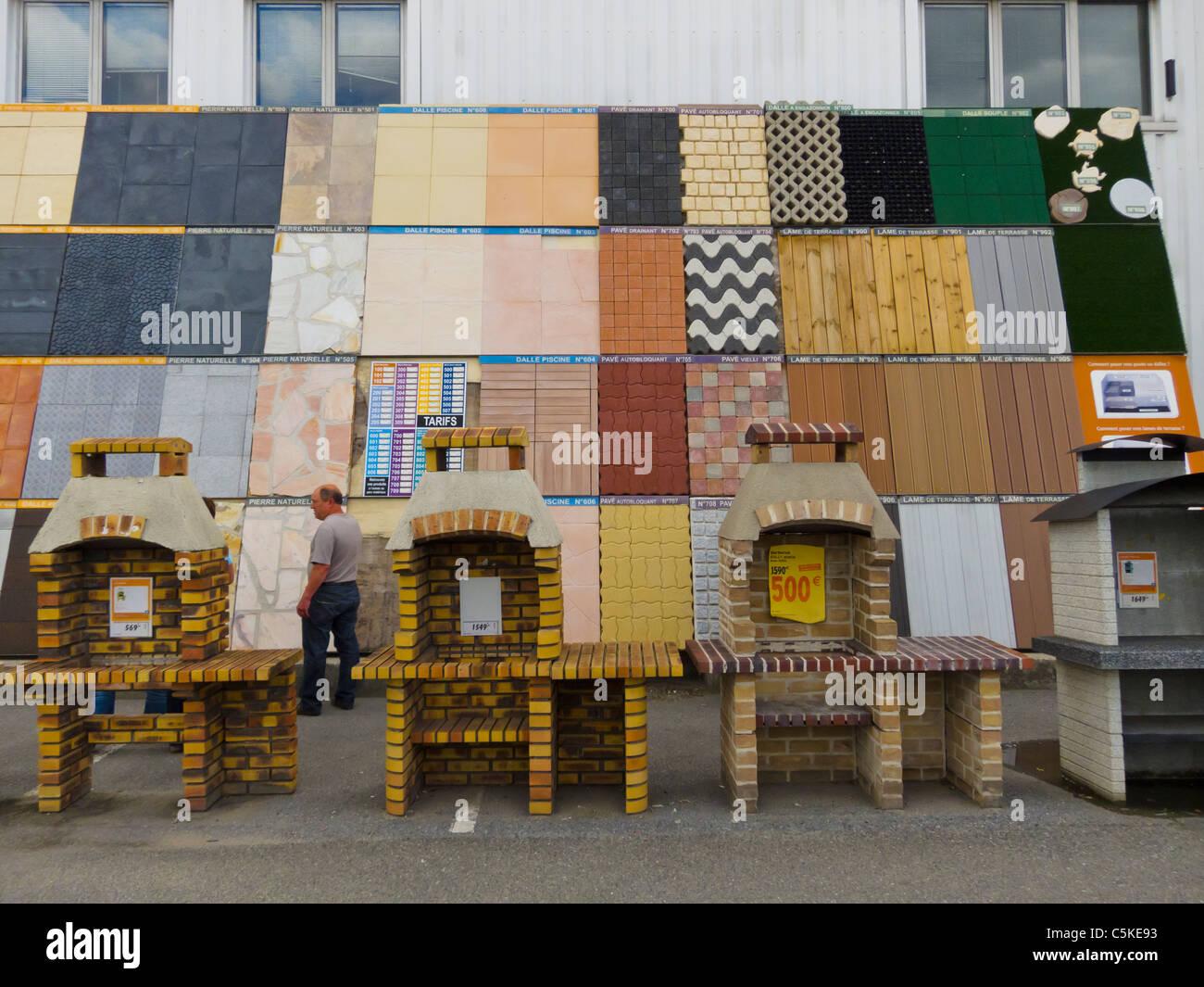 Creteil France Bricolage Castorama Magasin Hardwares Carreaux Produits Sur L Affichage A L Exterieur Photo Stock Alamy