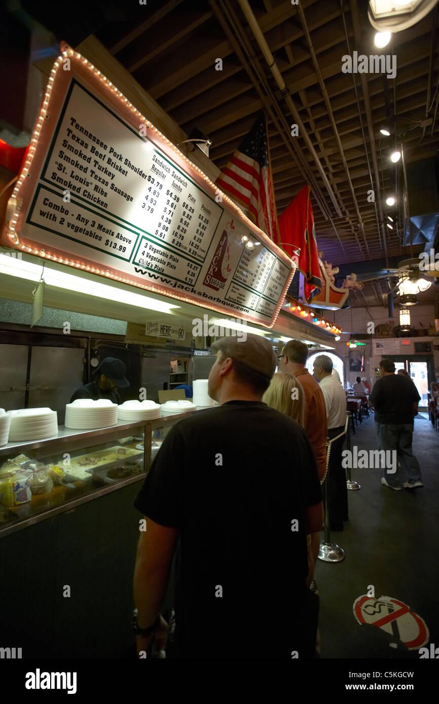 Les clients en file d'attente jusqu'au valet bar-b-que Nashville Tennessee usa Photo Stock