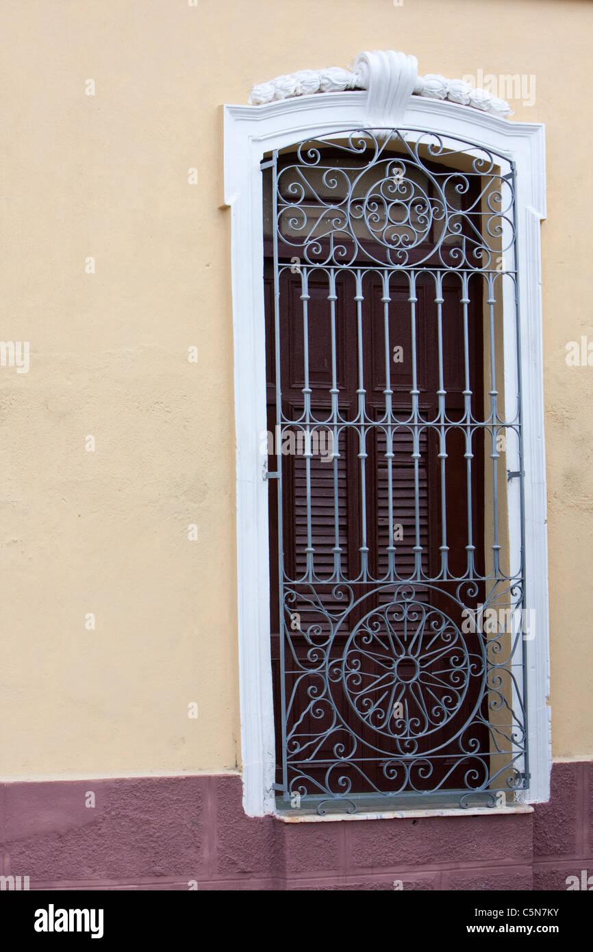 Cuba La Havane Grille De Fenêtre En Fer Forgé Banque Dimages