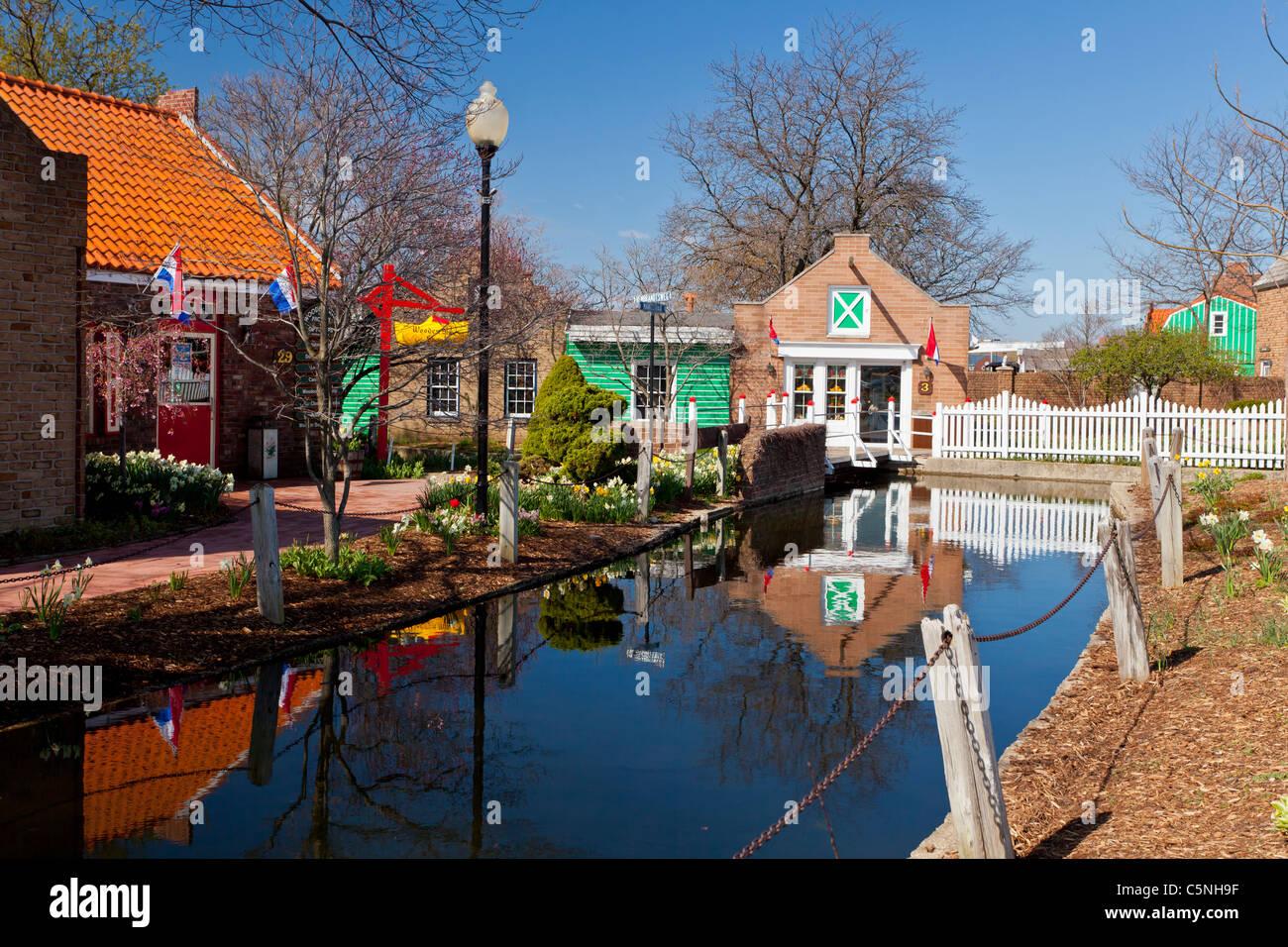 L'architecture et de commerces de la Dutch Village attraction touristique de Holland, Michigan, États-Unis. Banque D'Images