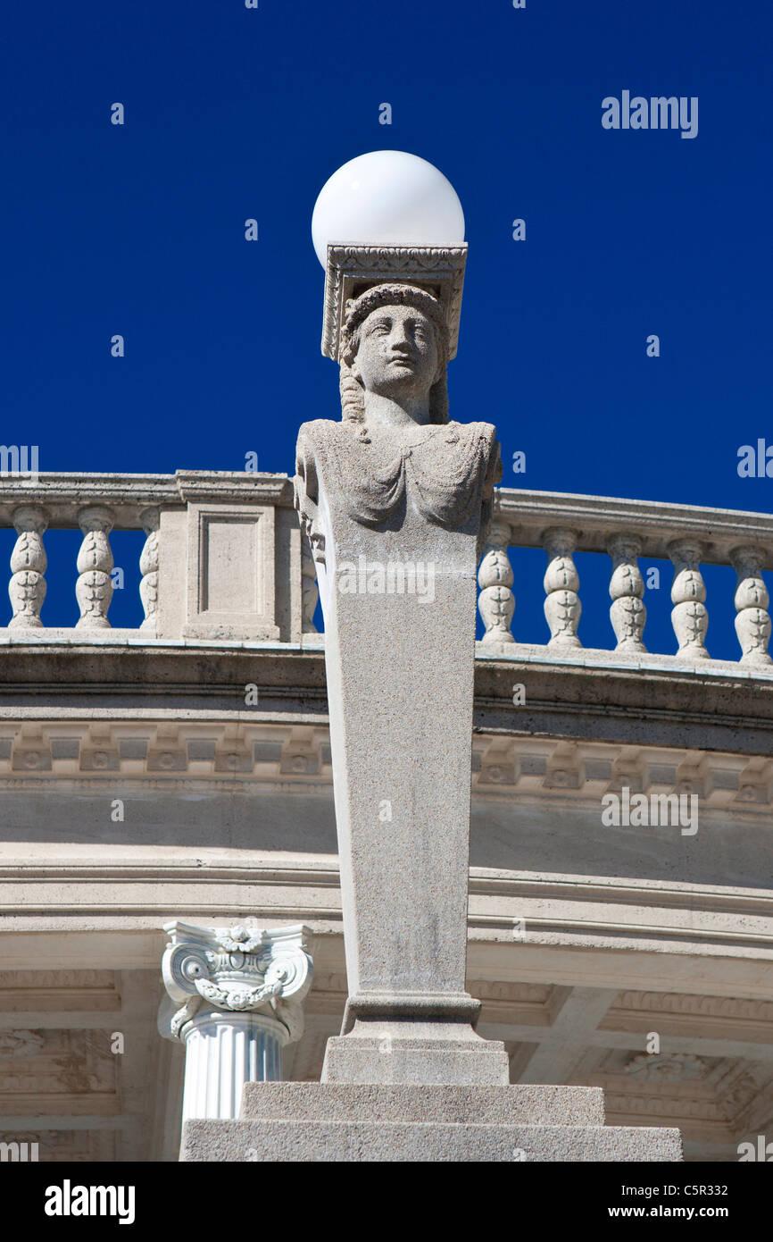 Pôle lumière statue, à l'extérieur de la piscine de Neptune, Hearst Castle, San Simeon, Photo Stock