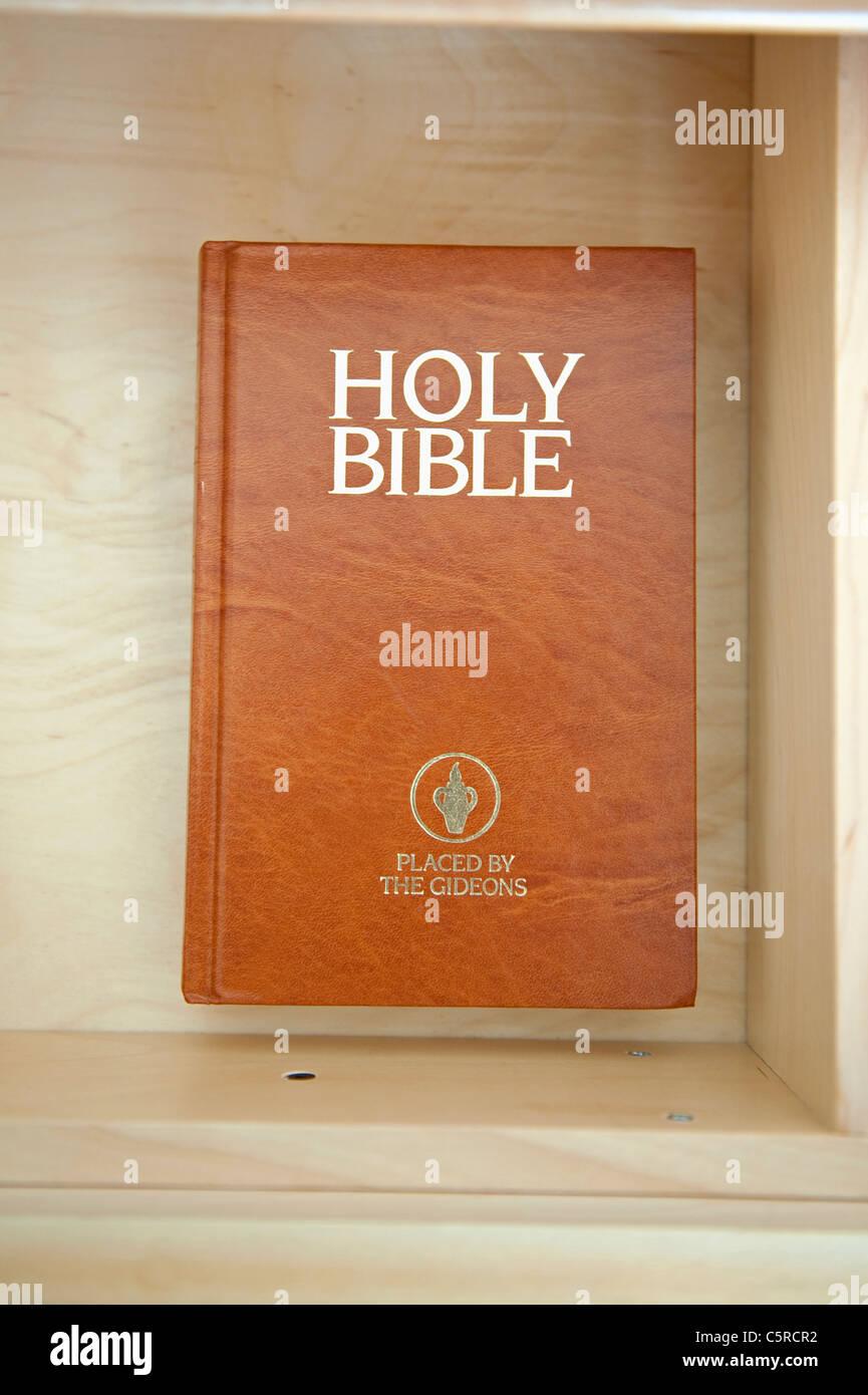 Sainte Bible laissés par les Gideons dans un tiroir de l'hôtel. Photo Stock