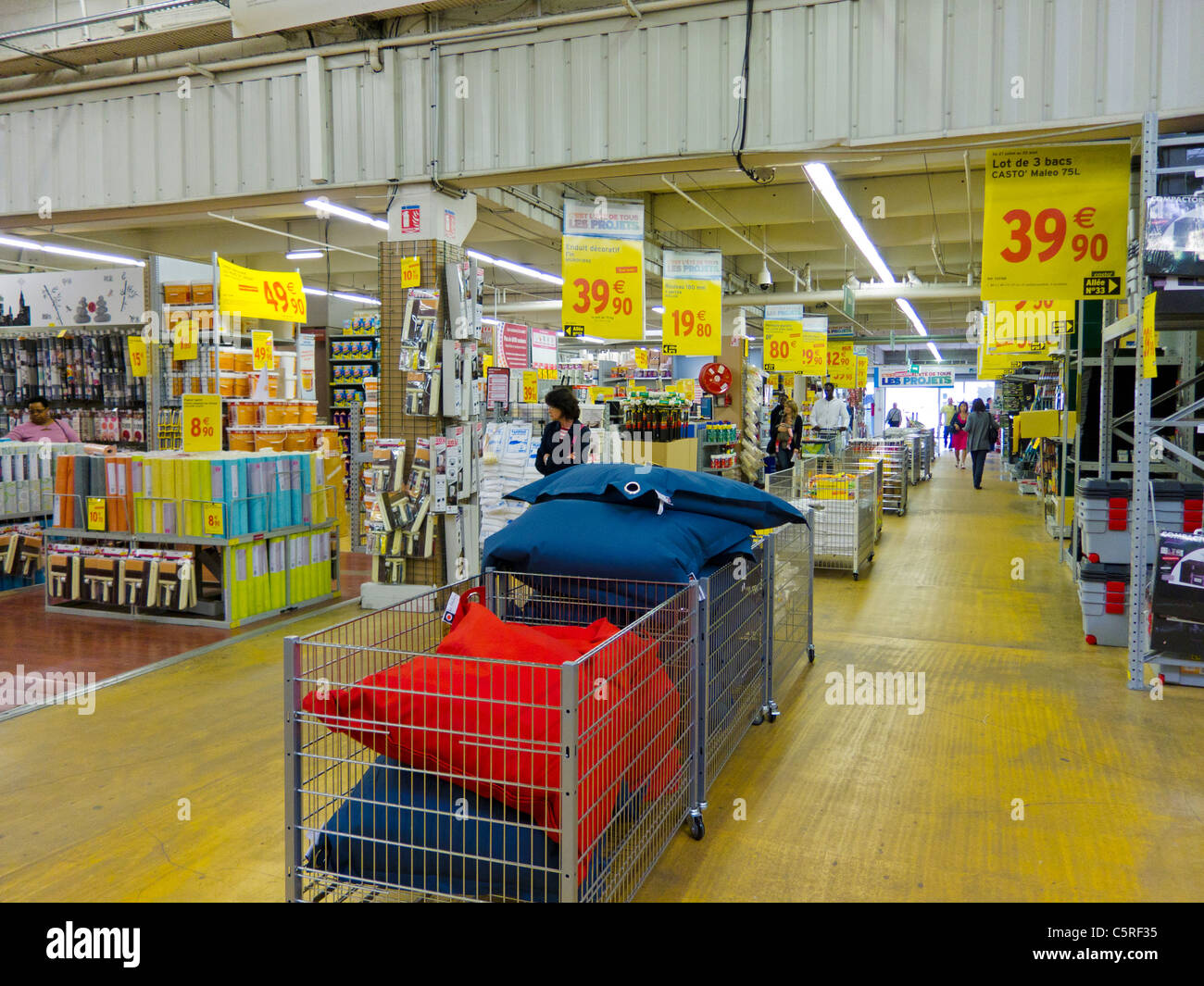 Paris, France, à l intérieur, magasin de matériel de bricolage, des  articles ménagers, en banlieue Creiteil Conformara e9711d460975