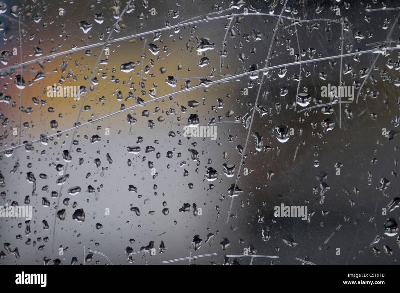 Gouttes de pluie sur la fenêtre, close-up Photo Stock