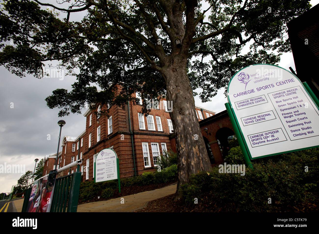 L'Université Métropolitaine de Leeds Carnegie Centre Sportif et signe, août 2011, campus, Headingley Photo Stock