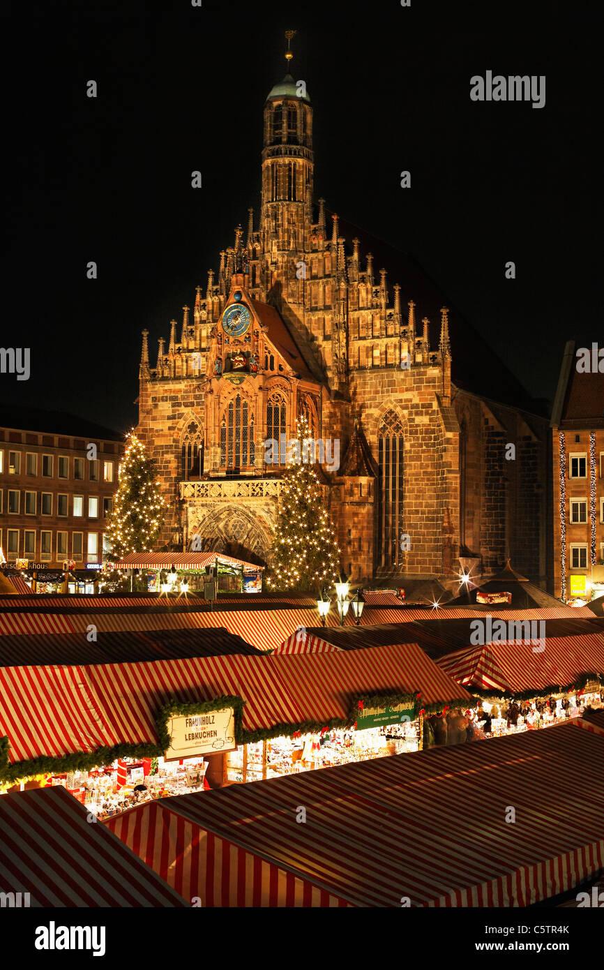 L'Allemagne, la Bavière, la Franconie, la Frauenkirche, Nuremberg, vue de Christkindlmarkt Photo Stock