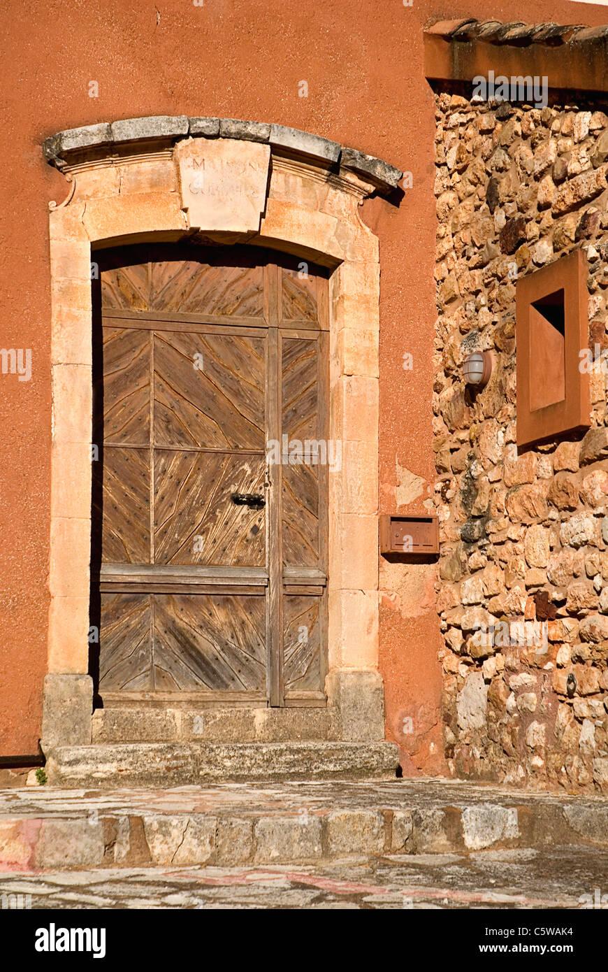 Couleurs Facades En Provence france, provence, roussillon, façade de maison en couleurs