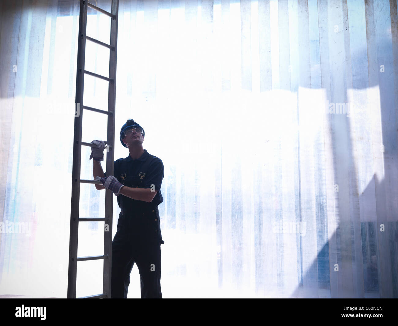 Worker holding de bain Photo Stock